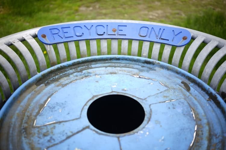 Learn Recycle With A DIY Garbage Disposal System